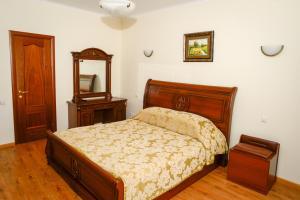 спальня трехэтажного коттеджа