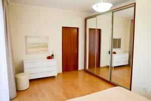 спальня двухэтажного коттеджа