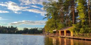 Беседки у озера